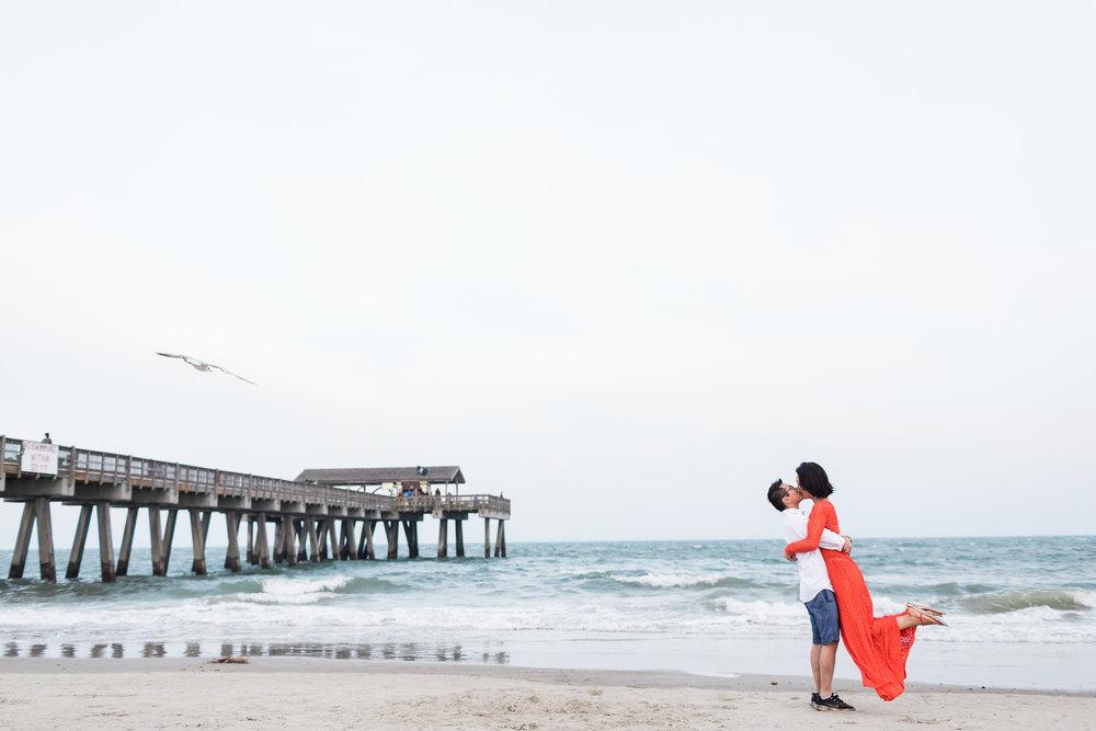apt-b-photography-Savannah-wedding-photographer-savannah-engagement-photographer-historic-savannah-engagement-tybee-island-wedding-photographer-tybee-island-engagement-lifestyle-photographer-tybee-island-pier-25.jpg