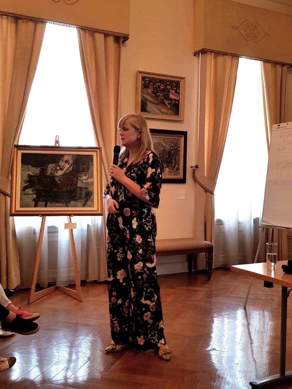 In de ambassade van Litouwen voor een workshop over elevator pitching.