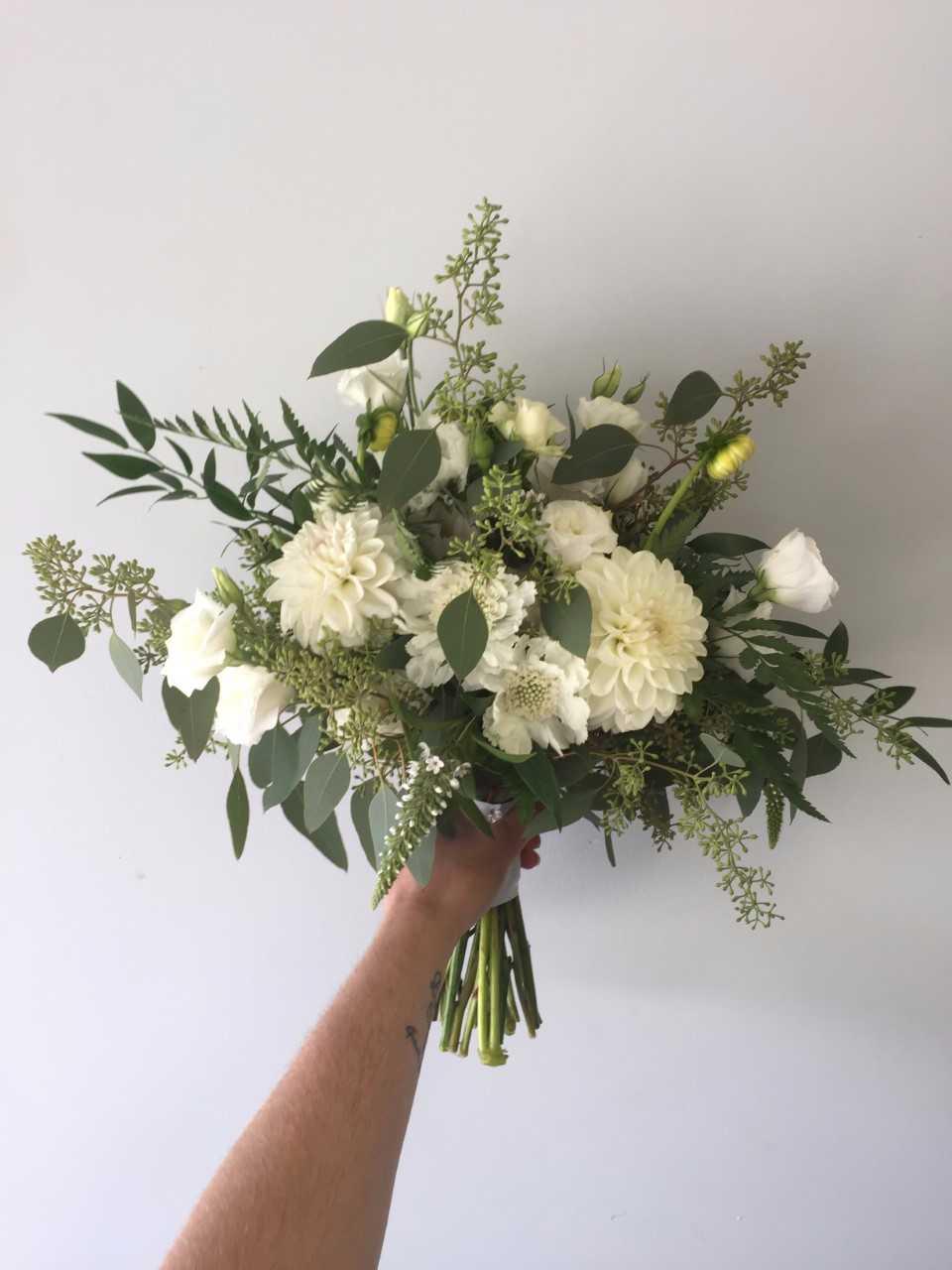 all whit bridal bouquet.jpg