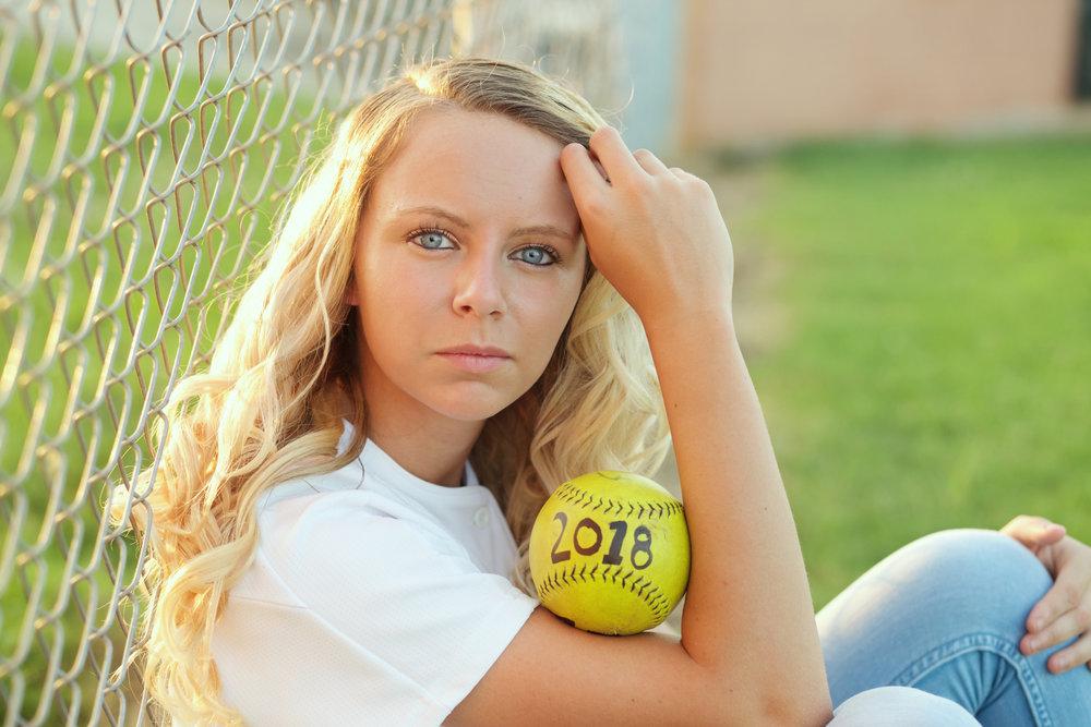 softball-senior-girl-class-of-18.jpg