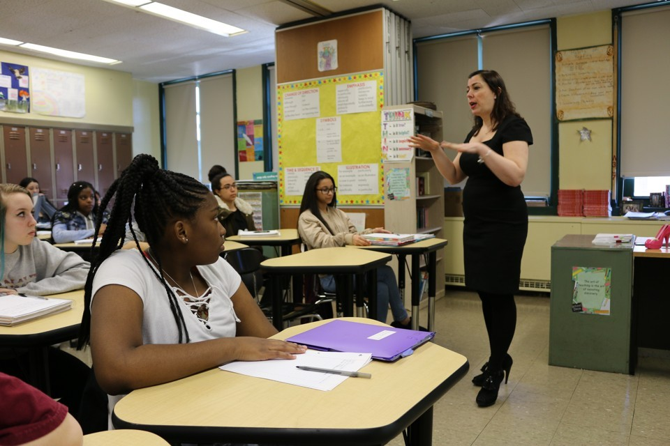 Dianne Esposito teaches a methodology class in New Dorp High School's Future Teachers Academy.  Christina Veiga / Chalkbeat