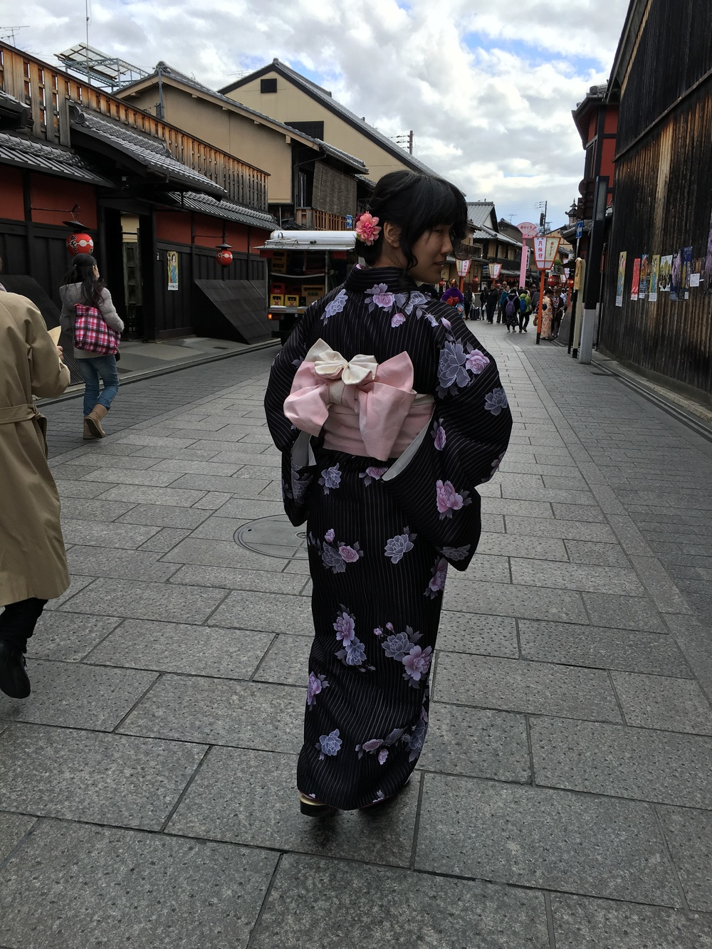 Kimono rentals are a popular tourist activity for foreigners in Kyoto. One researcher on the team dressed up in kimono for a day while I documented her experience.