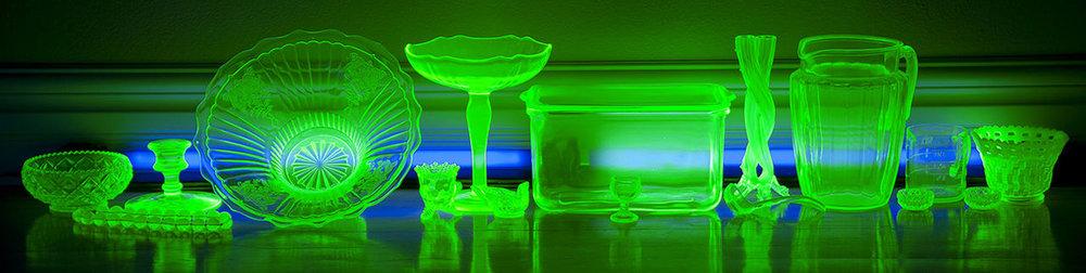 https://en.wikipedia.org/wiki/Uranium_glass#/media/File:Vasline_glass_glowing.jpg