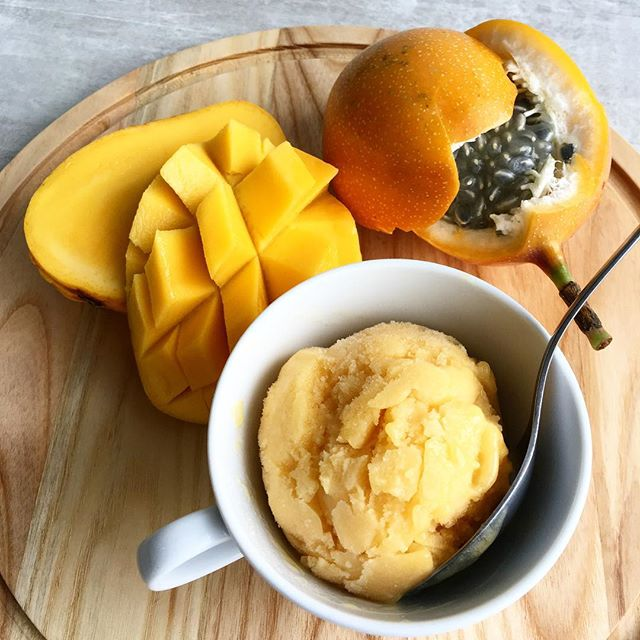 ☀️ Man this heat wave is still at it! Come by to cool down with our newest addition to our scooping flavours...Mango Passionfruit Sorbet! 🏝 oh so tropical, and quite the fruity punch.. Now close your eyes and imagine that breeze by the waters, lying under a palm tree, enjoying the sweet juicy mango passionfruit sorbet 🤤 ..did we mention it is vegan as well?!