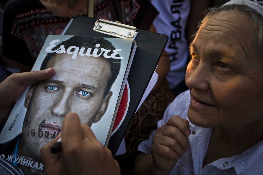 A woman asks Alexey Navalny for an autograph during his campaign for Moscow mayorship. August 21, 2013