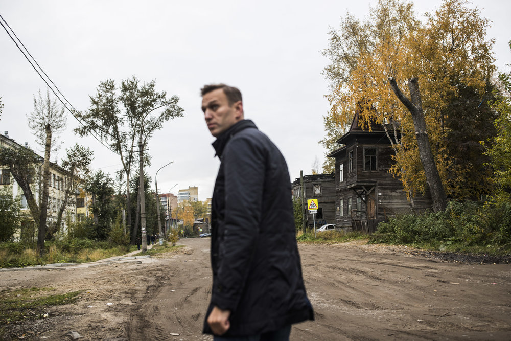 Alexey Navalny looks at crumbling houses in Arkhangelsk, on Russian North