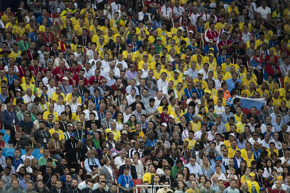 Fans are watching Brazil playing Serbia in Moscow