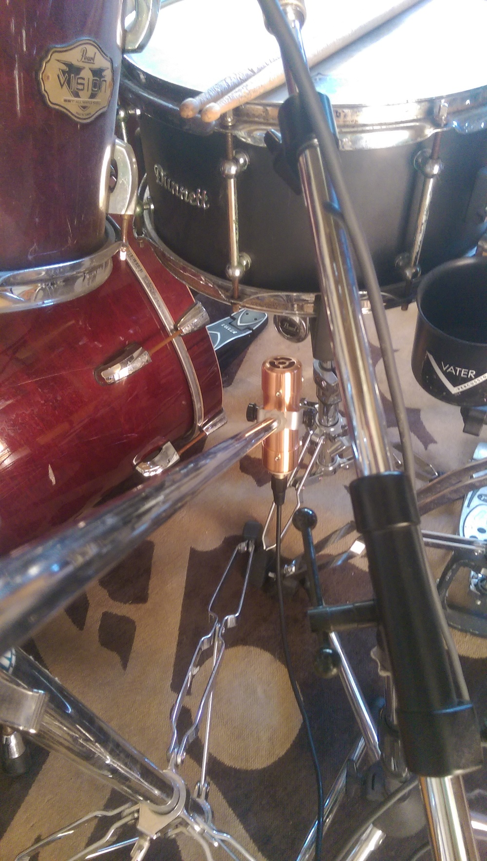 Carbonphone below snare