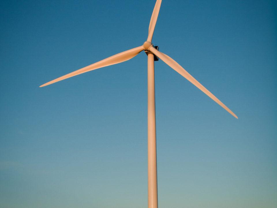 windturbine_ArinaHabich-AlamyStockPhoto-960x720.jpg