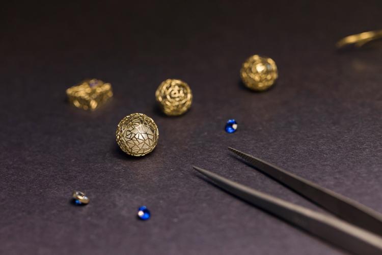 baiyang-qiu-jewelers-portrait-lilouette-08.jpg