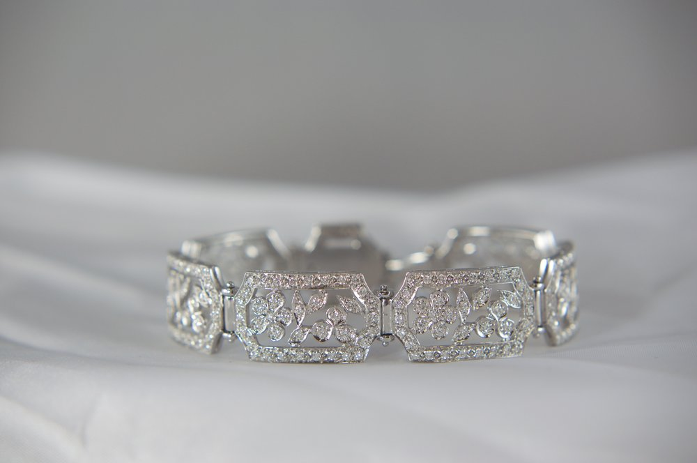 Antique style diamond tennis bracelet