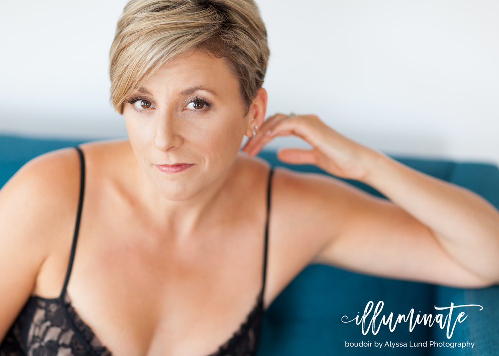 light-and-airy-Minneapolis-Boudoir-Photography-confident