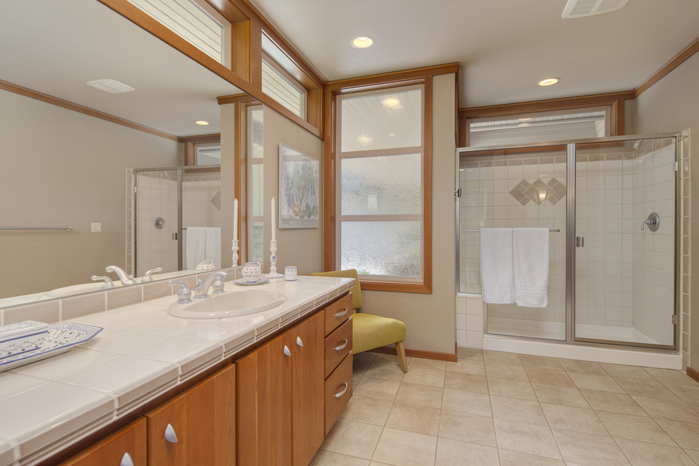 suite main bath 3.jpg