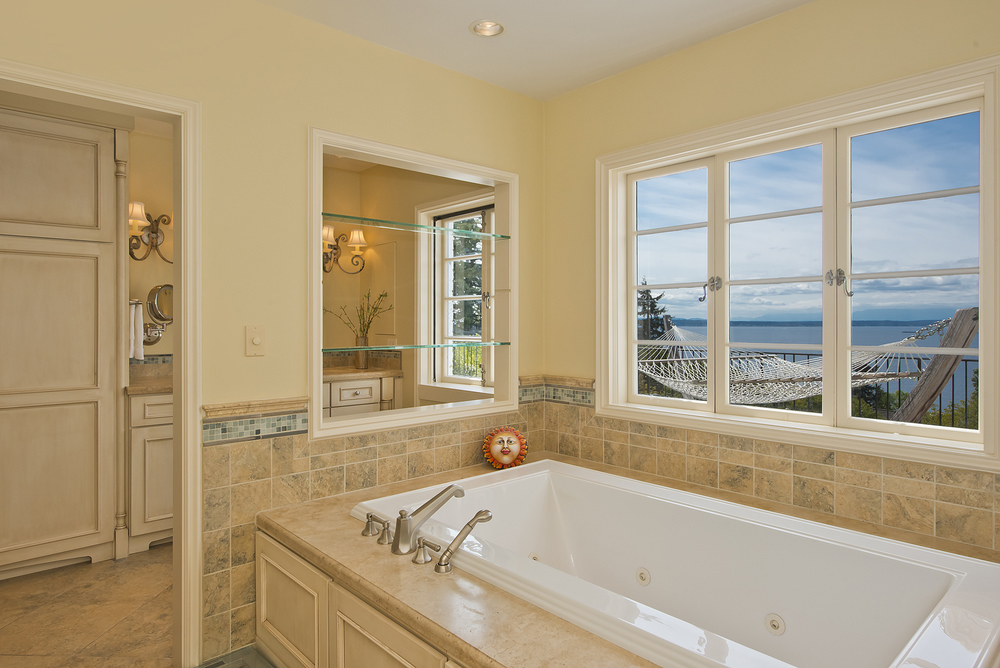 master bathroom 3.jpg
