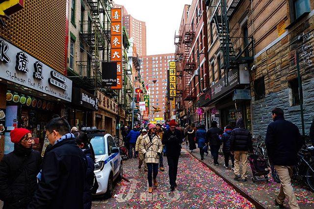 Lunar New Year 🧧 . . . . . @fujifilm_northamerica @fuji.filmz @fujifilmx_us  #fujifilmxt2#nyc#urban#streetshoot#matiasjofre#photographyislifee#photographyislife #photographysouls#photographyeveryday #photographylover#worldbestgram #iglobal_photographer #ig_great_pics #ig_myshot#shotwithlove#justgoshoot #xposuremag#icatching#collectivelycreate#wanderlust#heatercentral#chinesenewyear#lunarnewyear