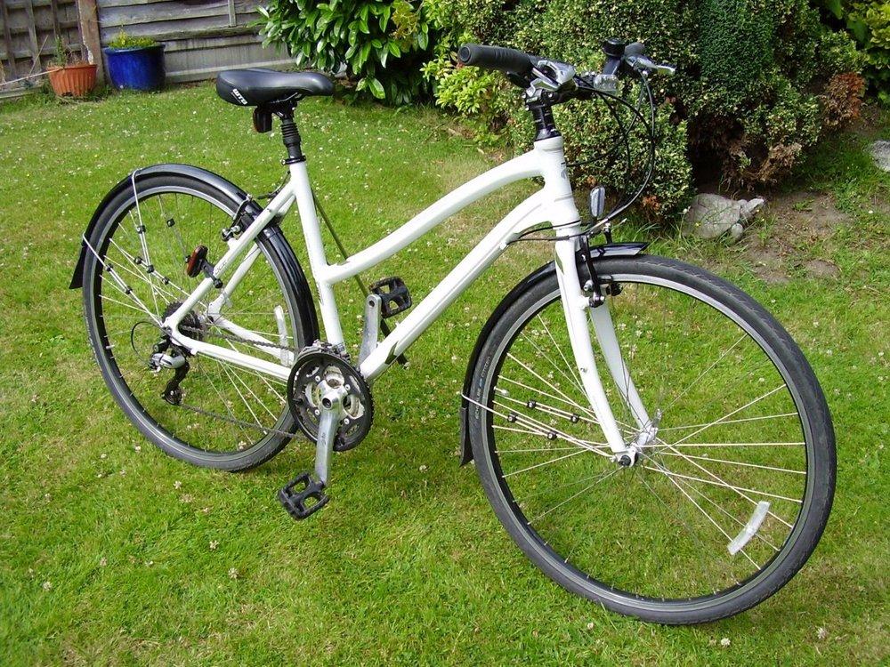 Simple city bike, upright position, light, lots of gears!!
