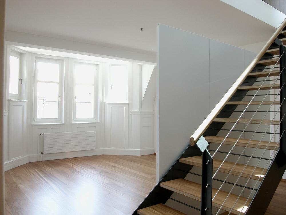 Dachwohnung mit Erkerzimmer