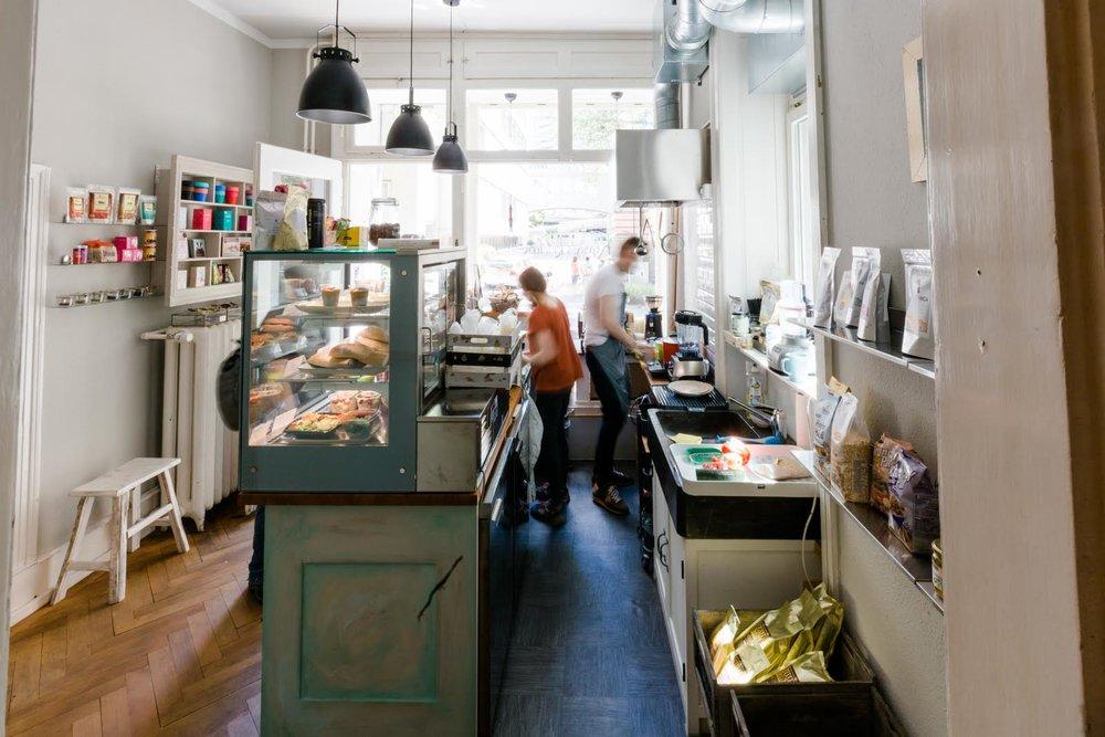 Take Away Restaurant im Parterre