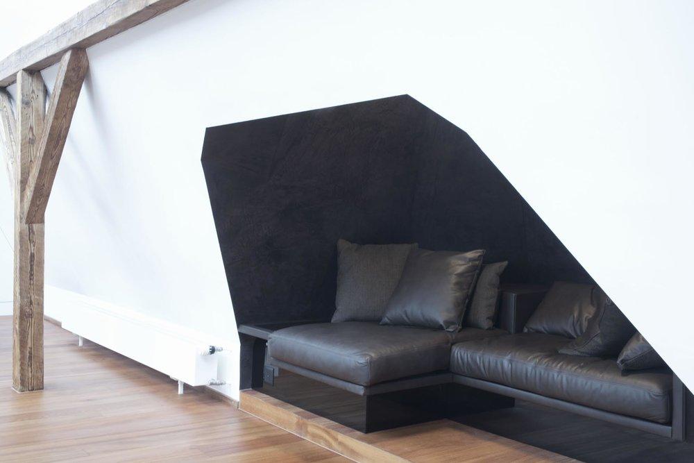 Maisonette Dachwohnung, Sofanische im Quergiebel