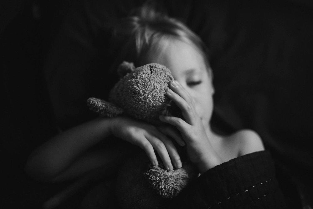 melbourne-family-photographer-bo-sleeping-holding-soft-toy.jpg