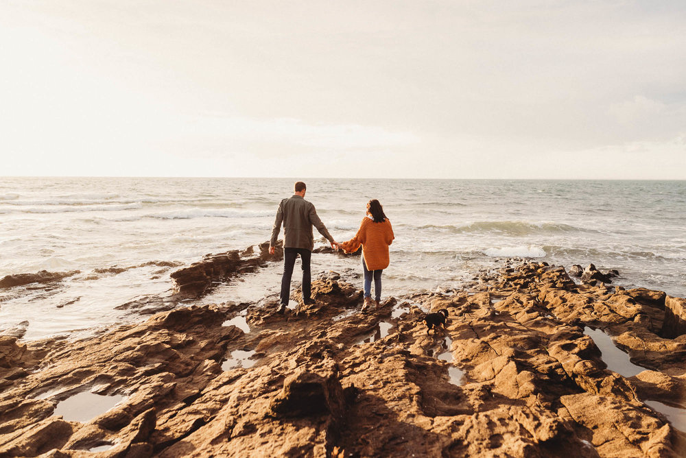 melbourne_maternity_photographer_jenny_rusby_photography_couple_standing_together_on_the_rocks_at_the_beach