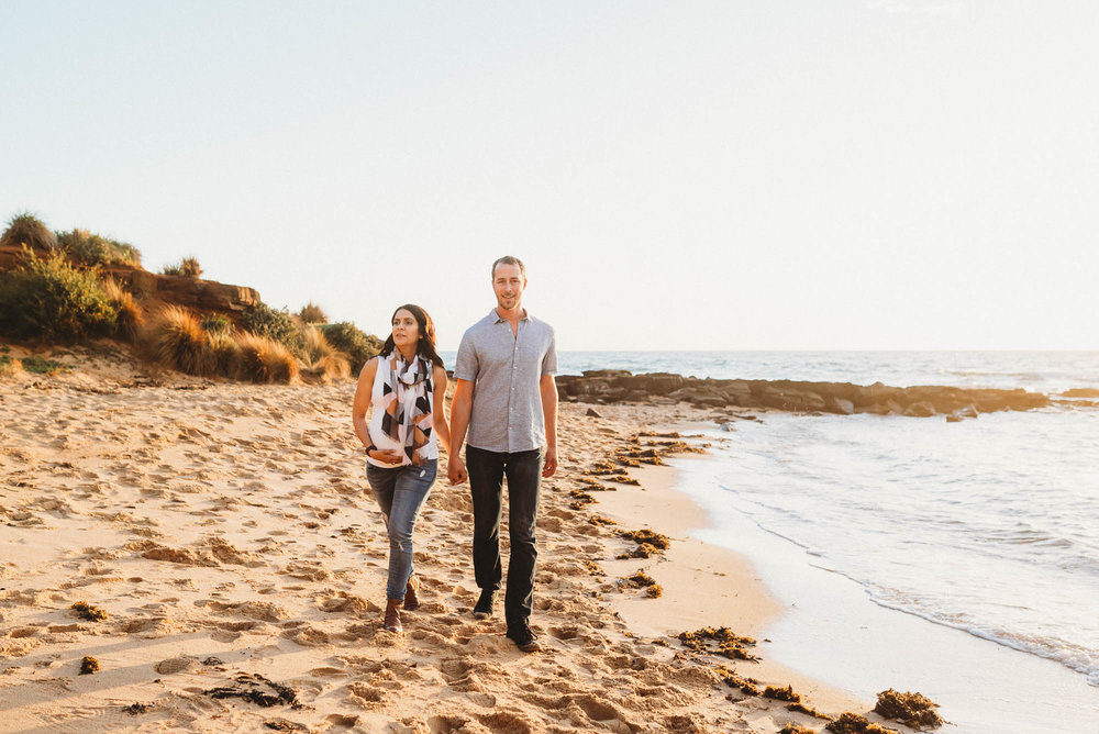 melbourne_maternity_photographer_jenny_rusby_photography_couple_walking_together_at_the_beach