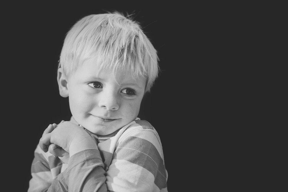melbourne_family_photographer_childhood_portraits_black_and_white_boy.jpg