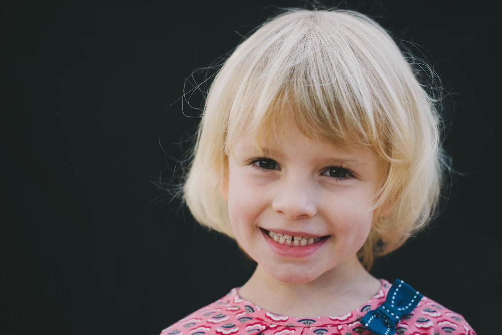 melbourne_family_photographer_childhood_portraits_smiling_girl.jpg