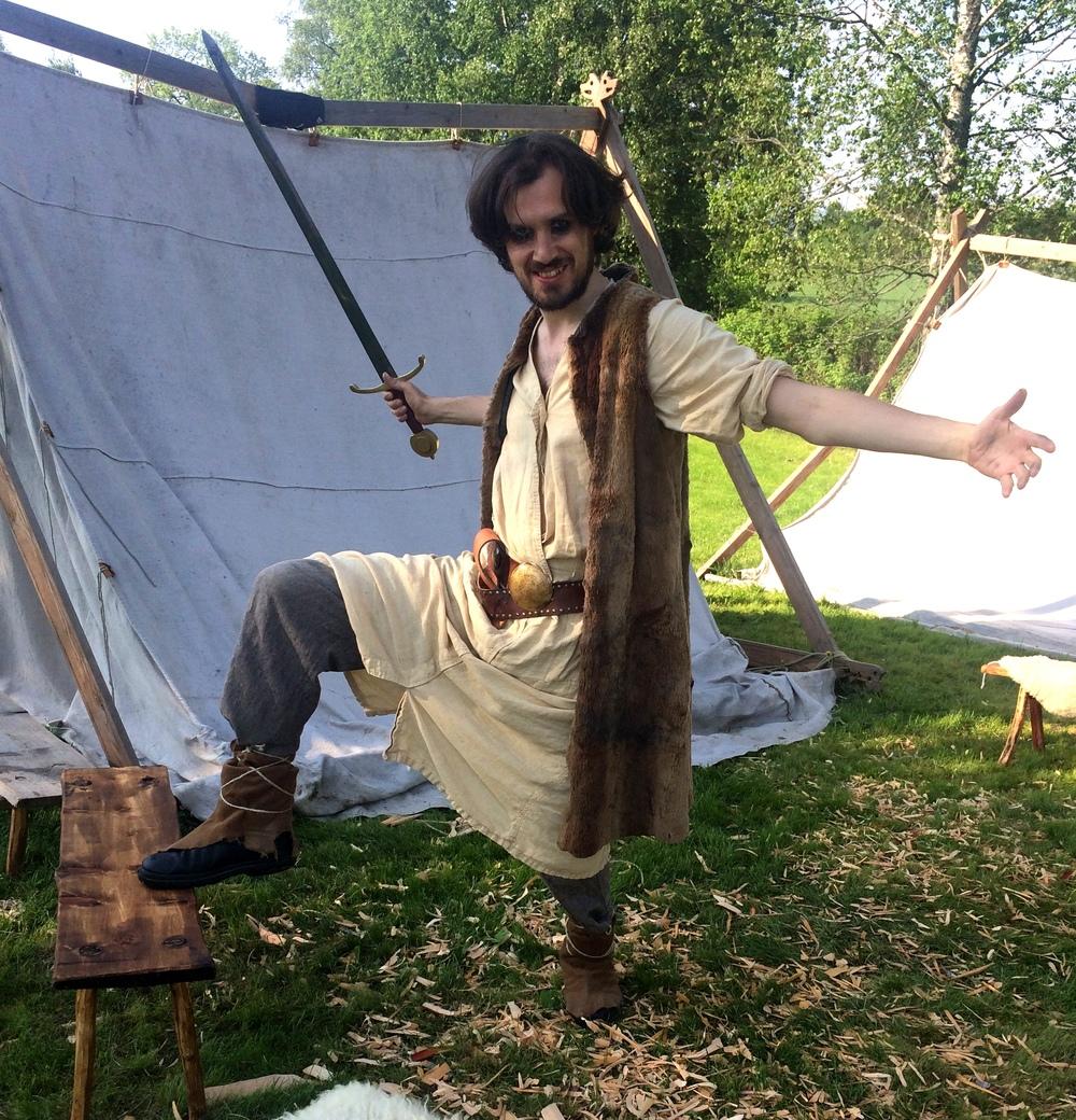 Egil Skallagrimsson ønsker velkommen til vikingeleiren på Skeidismo.