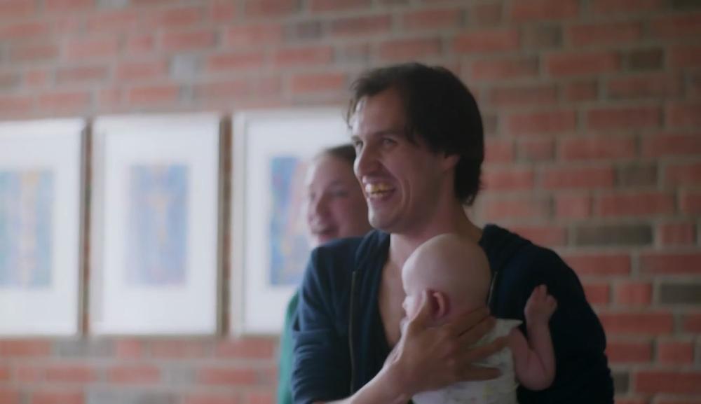 """Entusiastisk småbarnsfar tar gjerne soloen på """"alle barna hopper""""."""