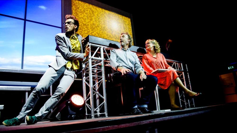 Willy i aksjon sammen med tittelrollene Carl og Fernanda.