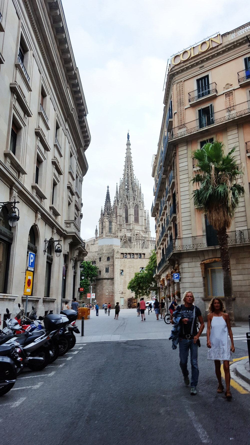Distant view of the Barcelona Cathedral