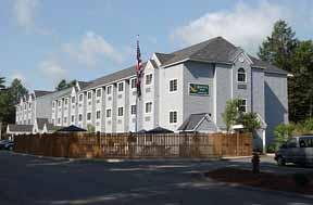 Days Inn Sturbridge, MA 400 Haynes Road Route 15 Sturbridge, MA 01566 508.347.1978  www.daysinnsturbridg  e.com