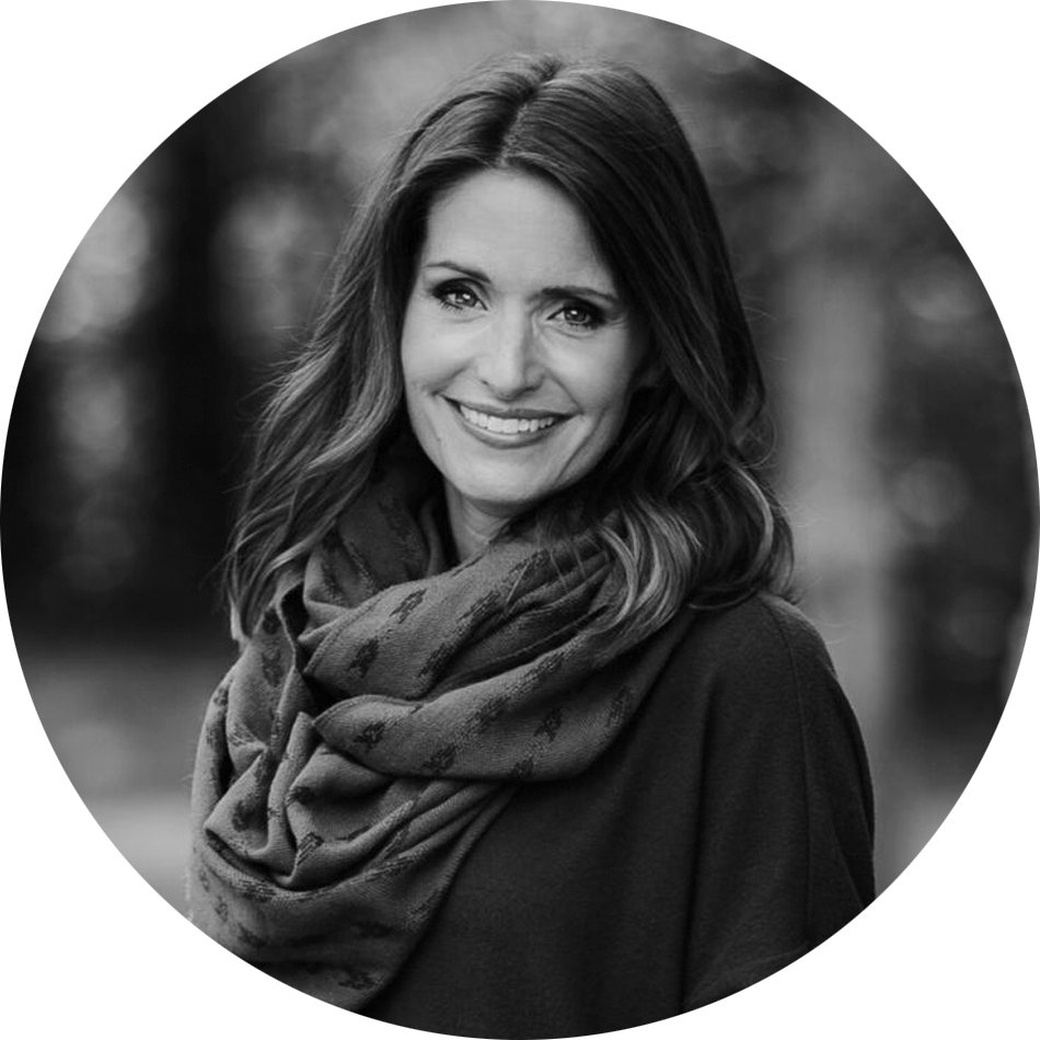 Amy Groeschel_circle_BW2.png
