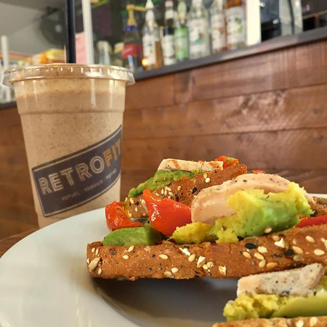 Feeling hungry and need an energy boost after the holiday weekend?? Come grab an avocado power toast & vanilla date protein smoothie to refuel! 💪 😀 . . . .#retrofitweho #retrofitcafe #retrofitcommunity #healthyeats #healthylifestyle #fitnessgoals #westhollywoodfitness