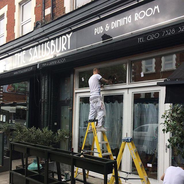 Coming together new shop front #thesalusburypub #queenspark
