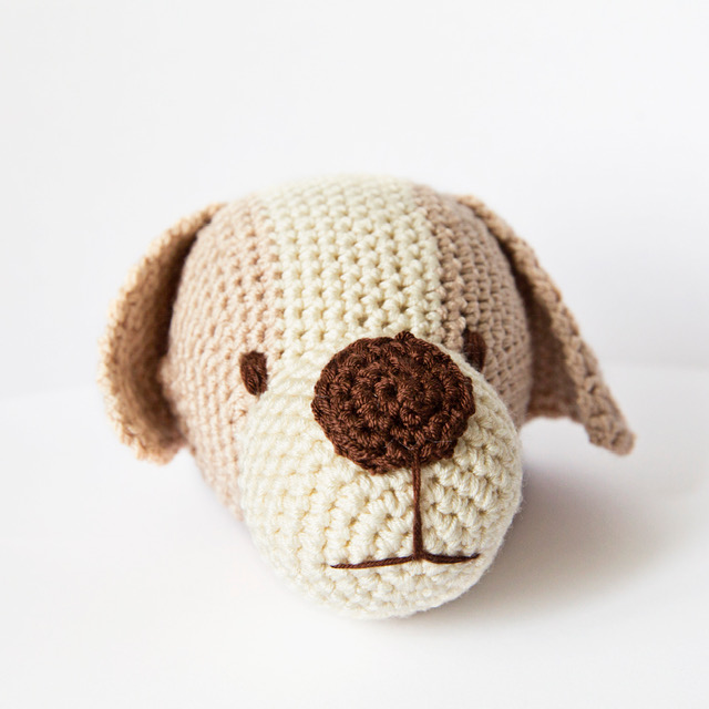 crochet_ball_dog_beige_1.jpg