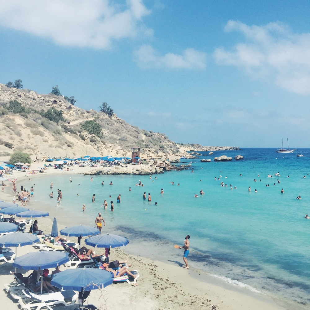Konnos Bay in the middle of the day.
