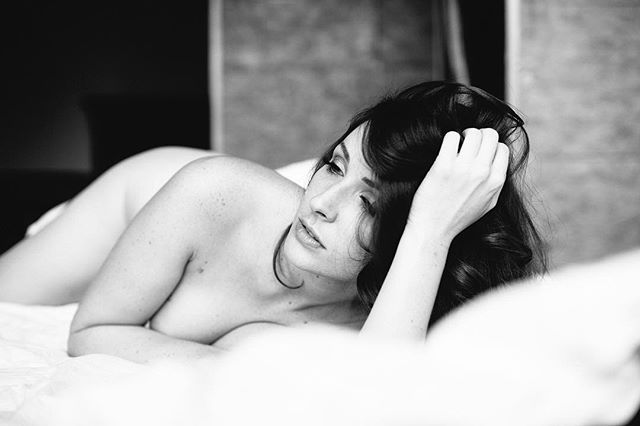 White sessions are a great way to try out a boudoir shoot with me. You get to see the studio space and have a little taste of how empowering it can be - and you get a 30 minute shoot with a collection of digital files to download for an incredible price. Click the link in my bio to get booked today. #getbooked #boudoir #minisessions #arizonaboudoir #phoenixboudoirphotographer #azboudoir #scottsdaleboudoir #youdeservethis #femmeartboudoir #phoenixphotographer