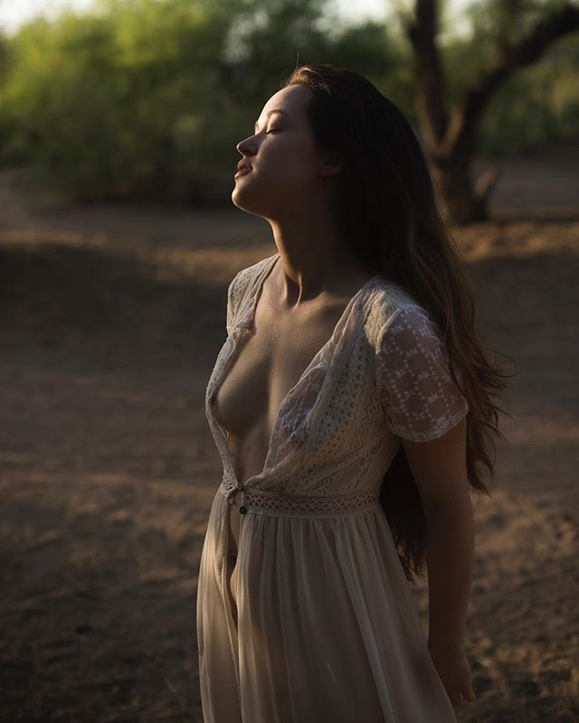 Leaving this lovely afternoon light here for you. If you follow @_femmeart_ you've already seen it but It can never hurt to see @emilyjoymodels twice. #phoenixboudoirphotographer #phoenixboudoir #arizonaboudoir #outdoorboudoir #saltriver #desertlight #boudoir #phoenixphotographer