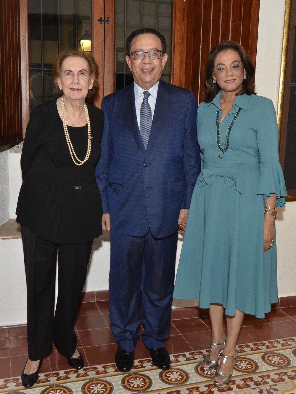 Foto 1 Elsa de Hazoury, Hector Valdez Albizu y  Fior de Valdez.JPG