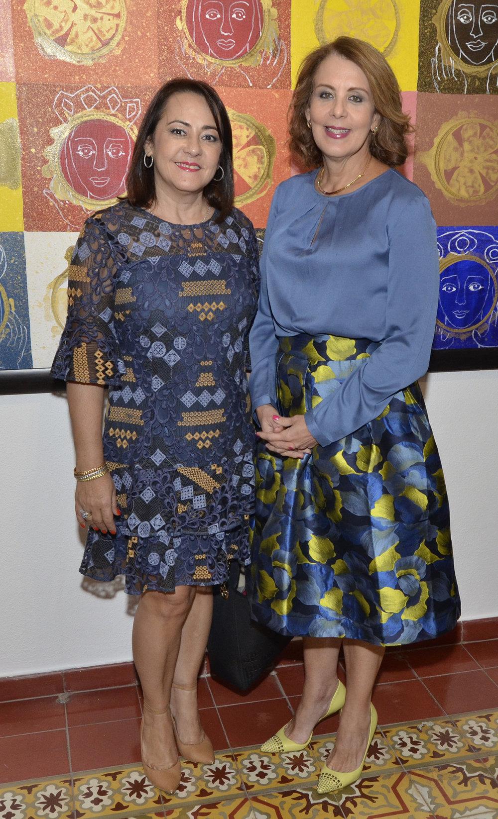 Foto 2 Norma Molina y Clarissa de la Rocha de Torres.JPG