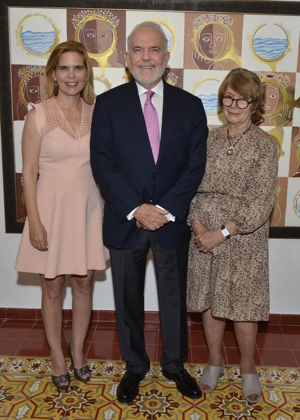 Foto Principal 2 María Laura Hazoury de Mayol, George Manuel Hazoury Peña y Marianne de Tolentino.JPG