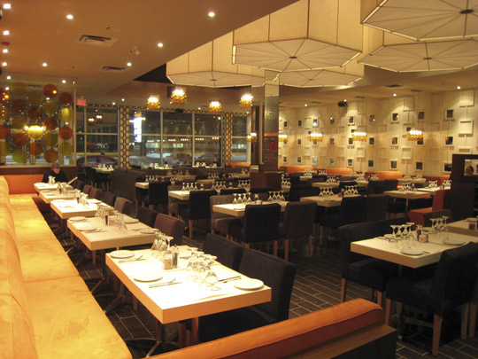 Ottavio Restaurant - St-Laurent, Quebec 2.jpg