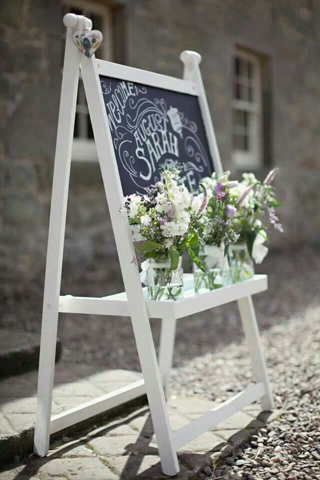 easel wedding idea.jpg