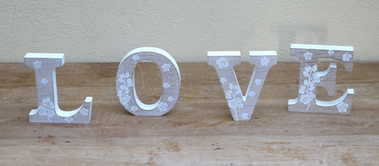 Flower LOVE Sign £2