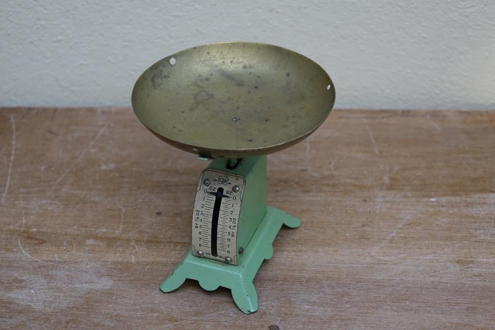 Mini Vintage Scales £3