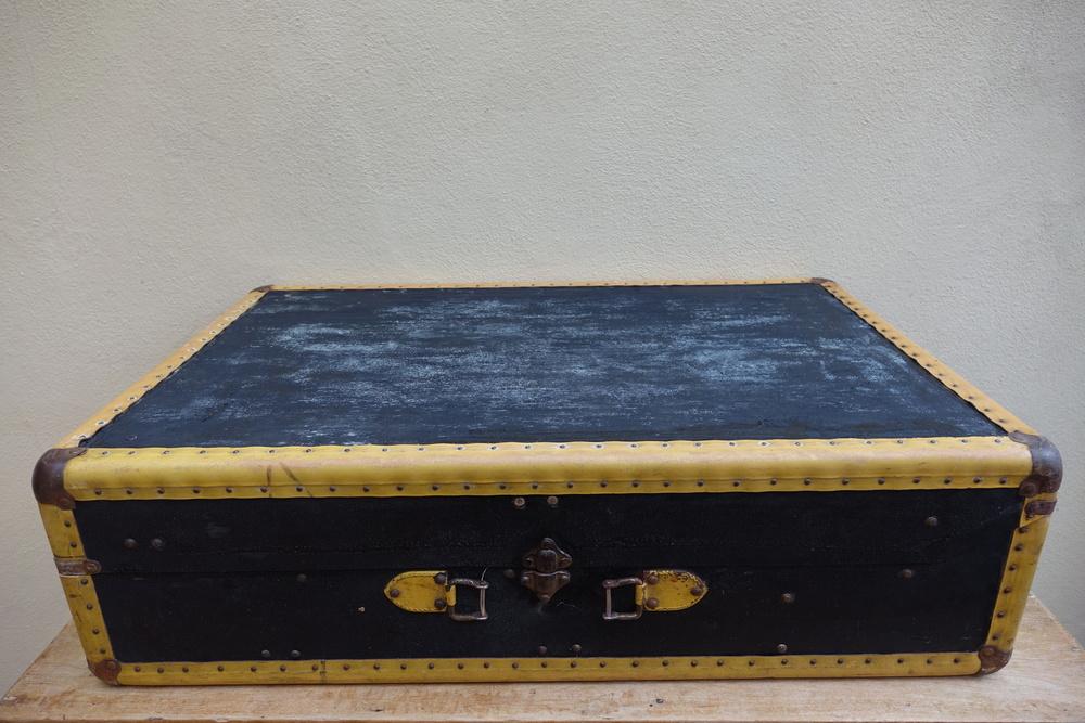 Large Vintage Car Suitcase £10