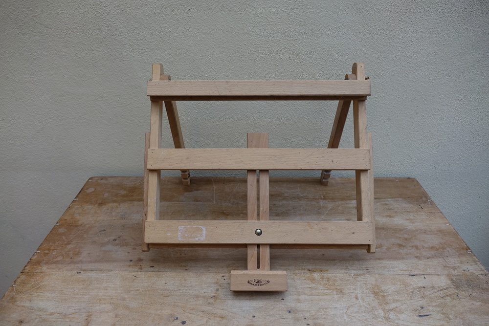 Small table easel.JPG