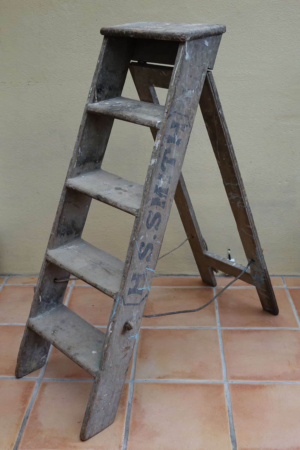 Smith wide step ladder £15